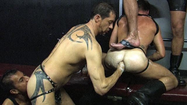 Thai girl gives blowjob