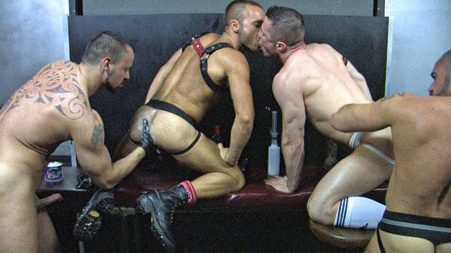 Swingers looking for bisexual man